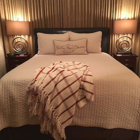 The SUMMER SET room offers a comfortable queen-sized bed with a distinguished style.
