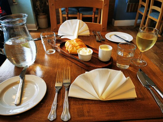 Such a nice table setting, the bread was a lovely touch