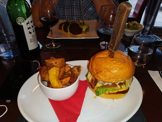 Best burger ever!  Newly crowned champion!  Well done Stuart, you have stolen the crown from the George in Inveraray!  The haggis was the best I've ever had the pleasure to eat too!  Front of house service was excellent, entertaining, informed and efficient!    What a team!