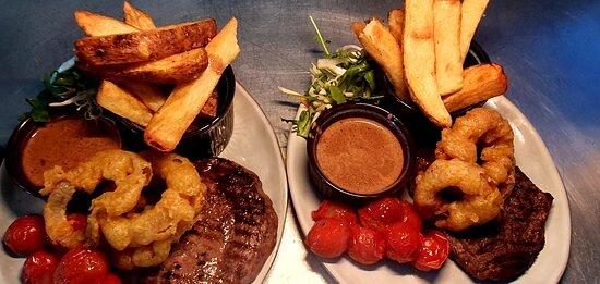 Ribeye Steak, Hand cut chips, onion rings, roast Tomatoes 🍅 & peppercorn sauce.