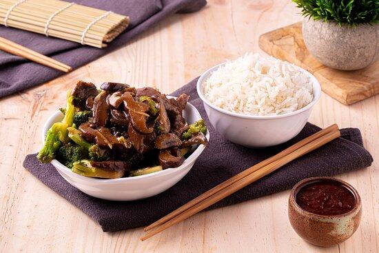 Lomo con Brócoli y Hongos Chinos