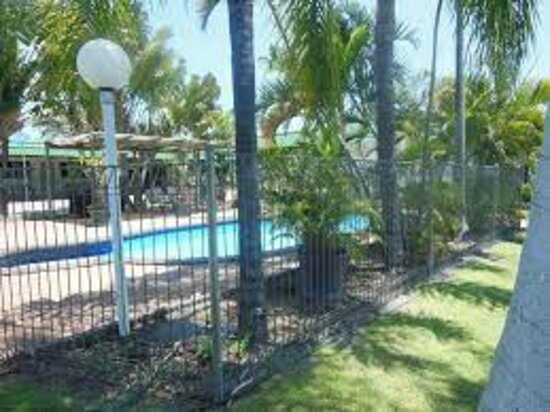 Welcome to Country Roads Motel, Charters Towers.  Stay with us and enjoy our lovely refreshing swimming pool onsite.