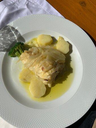 Muito bom restaurante !! Comida excelente, ótimo atendimento e num casa linda com um lindo jardim. Pedimos bacalhau e arroz de patos, os dois pratos deliciosos!!! Vale o preço!! Indico com certeza