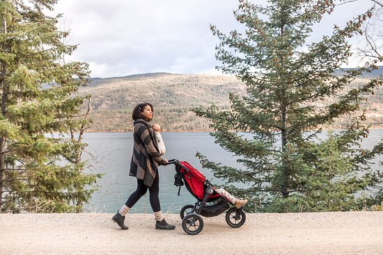Vernon, Canada : #Explore the Okanagan Rail Trail. Whether your journey takes you along the beautiful shores of Kalamalka or Wood Lake in the northern section, or the vibrant urban sections in Kelowna, the Okanagan Rail Trail is an experience to be savoured.