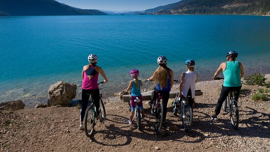 Take it easy with the family on a relaxing cycle tour or feel the rush as you zip down the mountain through pristine forest. Explore the grasslands and lakes, hills and mountains that make Vernon a favourite destination for bike enthusiasts. You can rent bikes year round in Vernon, or just bring your own!