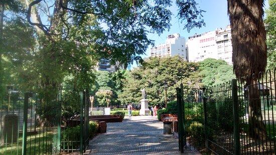 Ingreso a Plaza Libertad: Ciudad de Buenos Aires- Argentina 2021.