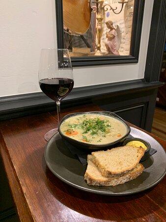 SEAFOOD CHOWDER Medley of fish | shellfish | squid | mirepoix of veg | potato | cream | Irish soda bread