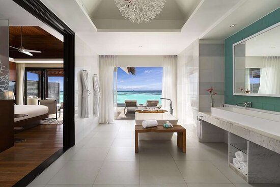 Deluxe Water Pool Villa bathroom with ocean view