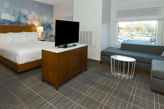 Suite room with king bed, 55