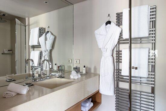 Apartment 10 Bathroom