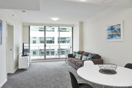 Chatswood Executive Bedroom Dining