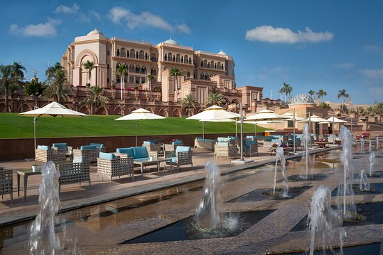 Emirates Palace Le Cafe By The Fountain (daytime )