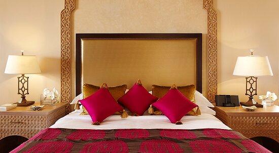 Suite Ambassador Suite Bedroom view