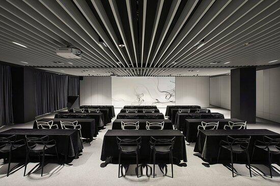 Meeting Room Talk Play