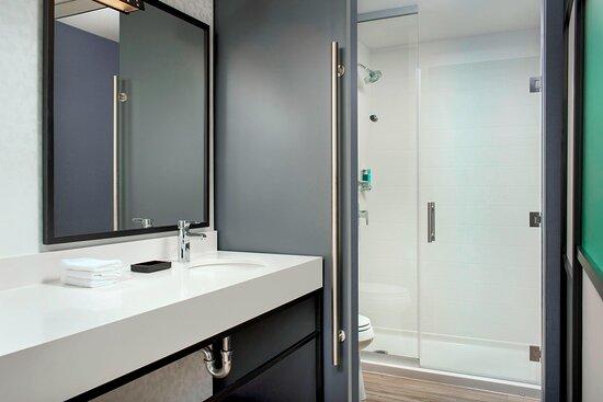Queen/Queen Loft - Bathroom