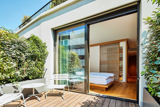 Upper Queen Room With Terrace