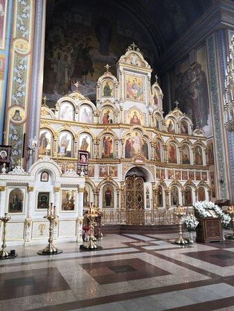 Главный иконостас собора
