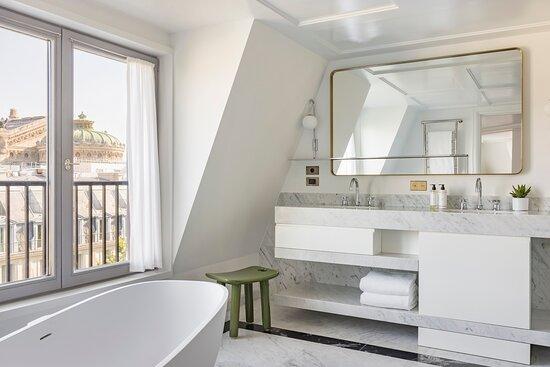 Collection Suite bathroom