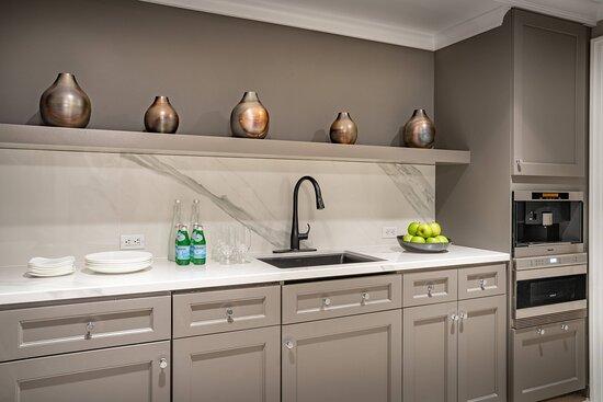 Royal Suite - Kitchen