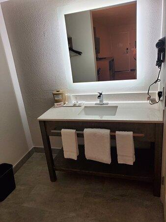 RRI1214_Chula_Vista_CA_bathroom02
