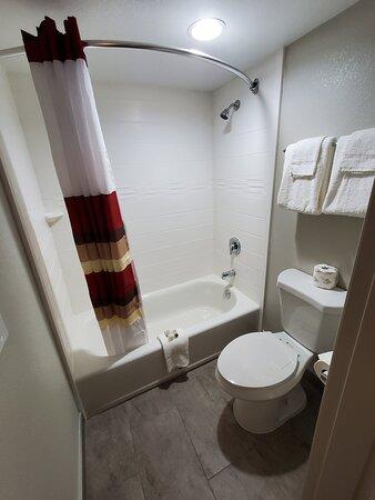 RRI1214_Chula_Vista_CA_bathroom01