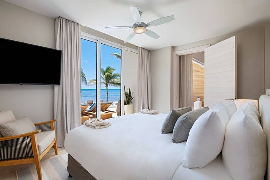 Three-Bedroom Beachfront Villa - Master Bedroom