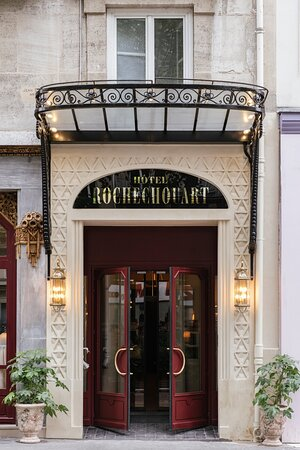 Hotel Rochechouart Entrance