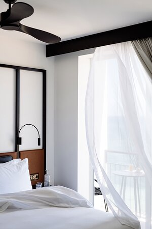 King Seaview Guest Room