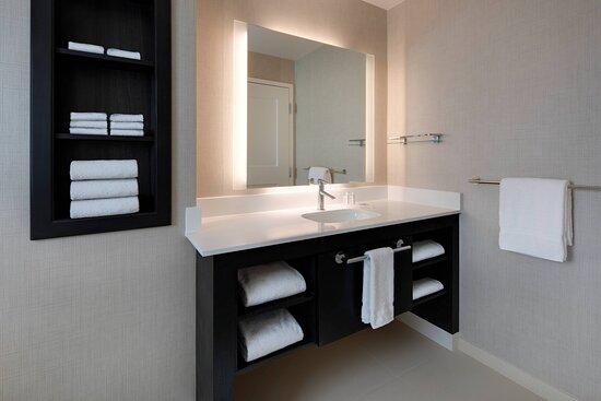 One-Bedroom Suite - Bathroom Vanity