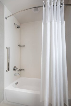 One-Bedroom Suite Bathroom - Tub