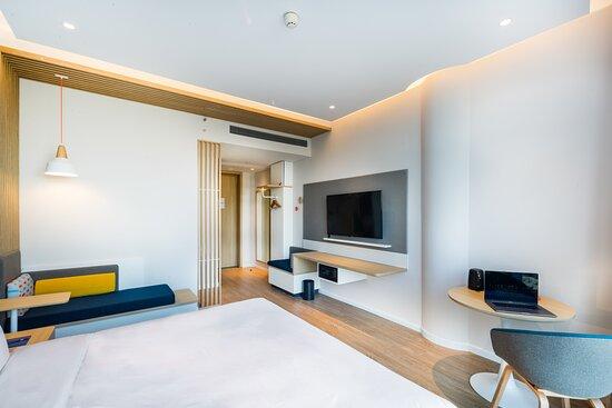 1 King Bed Smart Room