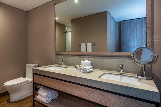 One-Bedroom Junior Suite Bathroom