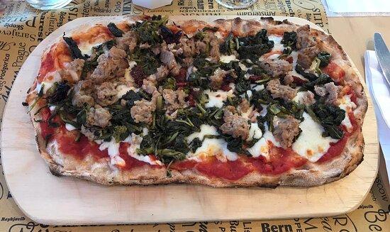 Pizza Napolaut, friarielli e salsiccia... si mangia da sola!!!