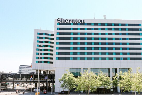 Exterior Sheraton hotel - directly connected to Amsterdam Airport Schiphol via a covered hallway
