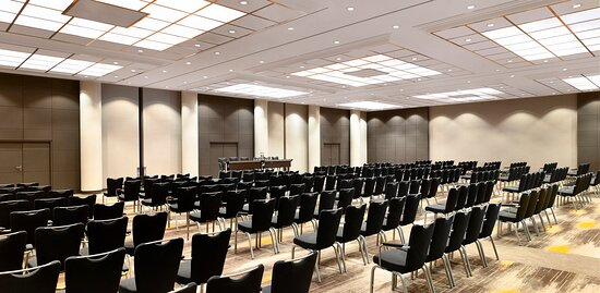 Our Universe ballroom is ready to host you and your guests for a special event, meeting or presentation.