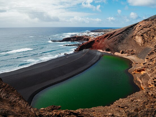NATURE IS CALLING 🌱🌎🌴☀️🌵 Lanzarote is the island full of surprises. After the surf there is a lot to explore!  We arrange the car rental for you and will tell you all the good spots you have to visit.  Treat yourself with some nature  𝗟𝗮𝗻𝘇𝗮𝘀𝘂𝗿𝗳 𝗦𝘂𝗿𝗳 & 𝗬𝗼𝗴𝗮 𝗖𝗮𝗺𝗽𝘀 𝗟𝗮𝗻𝘇𝗮𝗿𝗼𝘁𝗲, 𝗖𝗮𝗻𝗮𝗿𝘆 𝗜𝘀𝗹𝗮𝗻𝗱𝘀