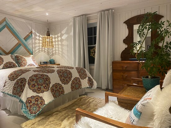 Godbout, Canada: Notre chambre la Boudreau avec salle de bain privée