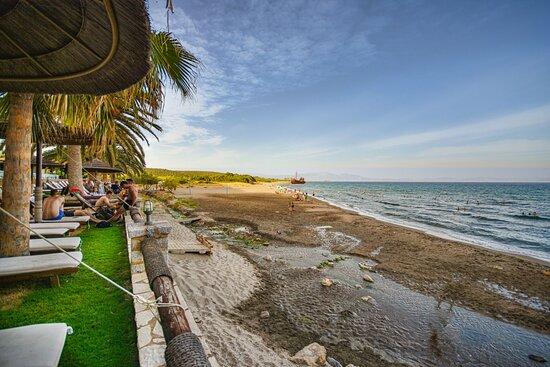 Καφές με θέα το ναυάγιο και την παραλία του Βαλτακίου