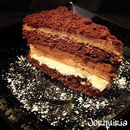Tarta de 5 Chocolates y avellanas