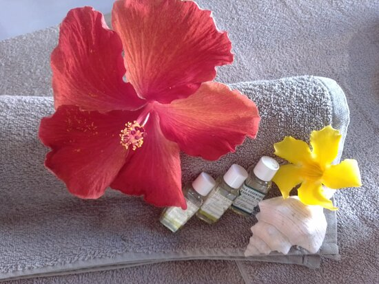 Choose your Aromaoil for your Aromaoil Massage. I support a local company.