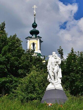 Верея. Памятник Воин-освободитель