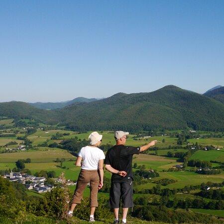 Balade verdoyante sur le piémont des Pyrénées.
