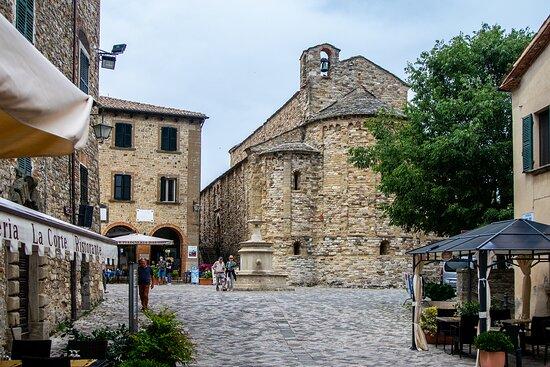 Pieve vista da Piazza Dante