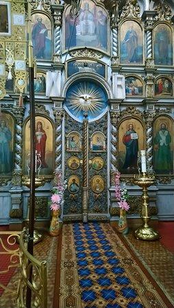 Церковь Успения Пресвятой Богородицы. Деревянные резные Царские врата иконостаса.