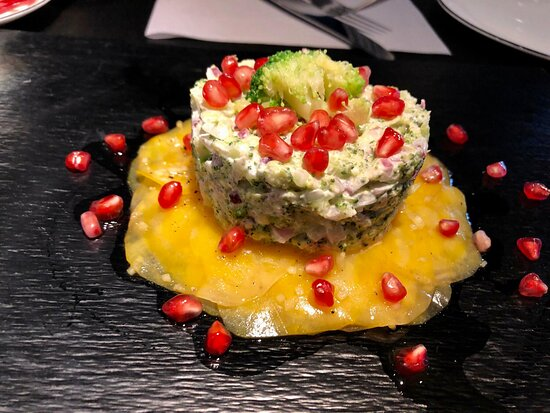 Broccoli-Philadelphia-Tatar  mit gelben Randen und Granatapfel - Tatar Wochen: 19.7.-15.8.