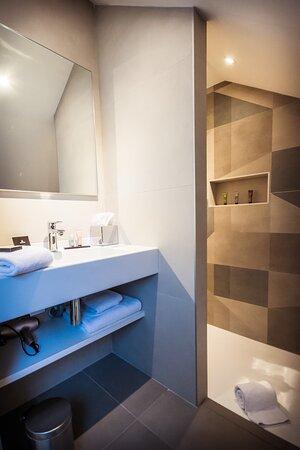 Villa C Hôtel**** salle de bain douche à l' italienne, en chambre suite