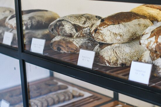 Pães diversos na vitrine