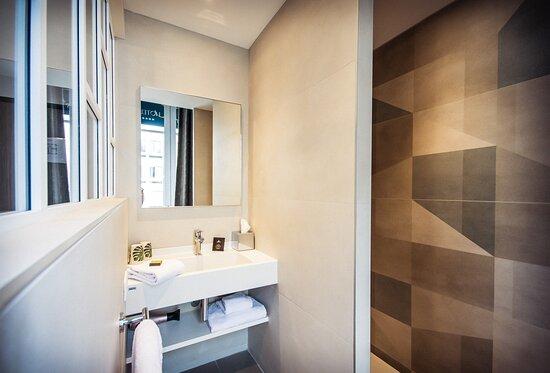 Villa C Hôtel**** salle de bain douche à l' italienne, en chambre standard