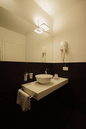 bagno family deluxe con bagno all'interno della camera