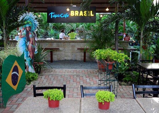 Nuestro local de Tapiocafe Brasil, lleno de espacios verdes y de oferta de comida internacional; ahora en Bistro La Aurora, Guayaquil, Ecuador